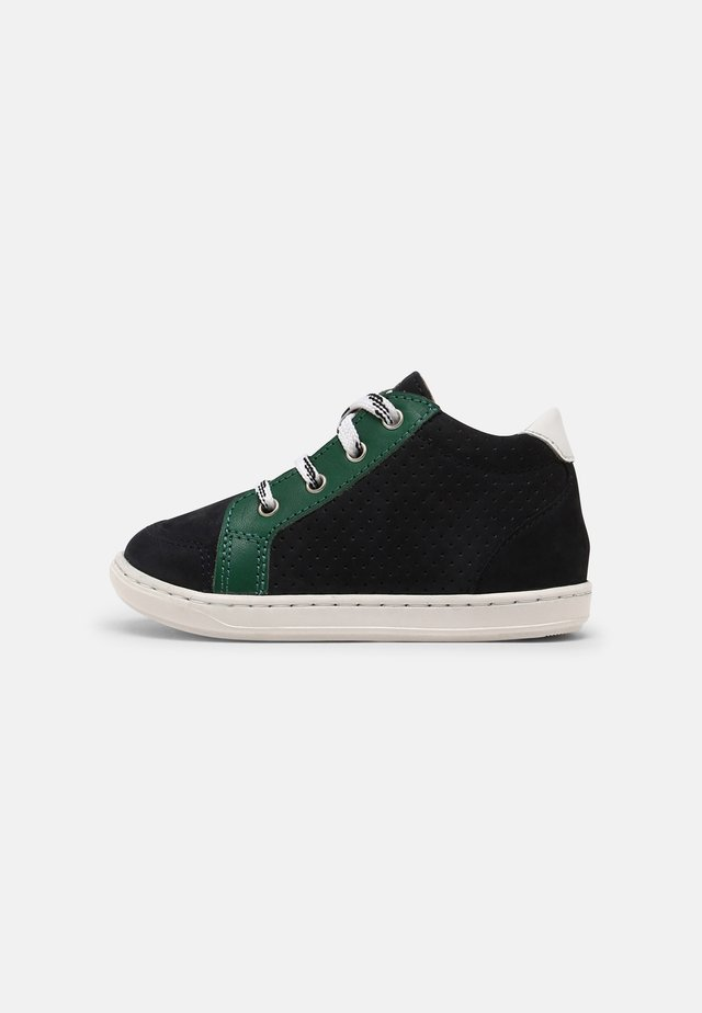 BOUBA ZIP BOX - Sneakersy niskie - navy/green/white