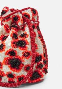 Becksöndergaard - POPPA TORA BAG - Across body bag - fiery red - 4