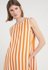 Bruuns Bazaar - VENESSA ZEENA DRESS - Freizeitkleid - burnt copper/white - 3