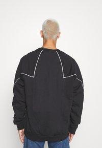 adidas Originals - CREW - Sweatshirt - black/white - 2