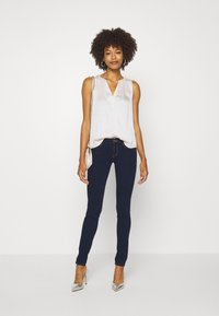Guess - CURVE  - Jeans Skinny Fit - dark blue denim - 1