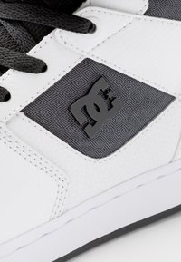 DC Shoes - PENSFORD SE - Skateboardové boty - white/black - 6