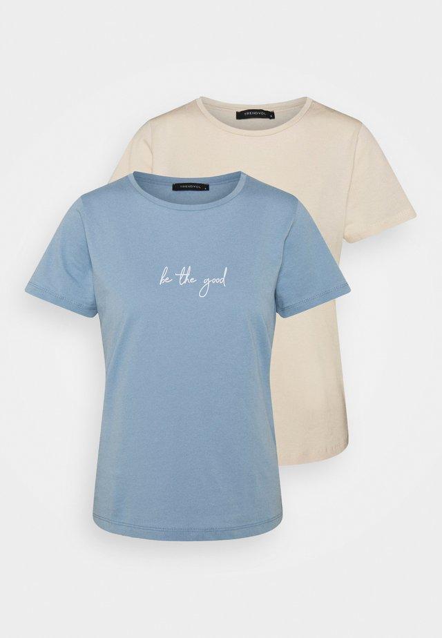 2 PACK - T-shirt print - blue/beige