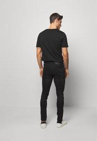Superdry - 02 TRAVIS SKINNY NEW CODE NOS - Jeans Skinny Fit - berkeley black - 2