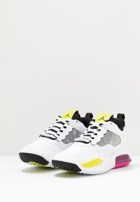 Jordan - MAX 200 BG UNISEX - Basketball shoes - white/active fuchsia/cyber/black - 4