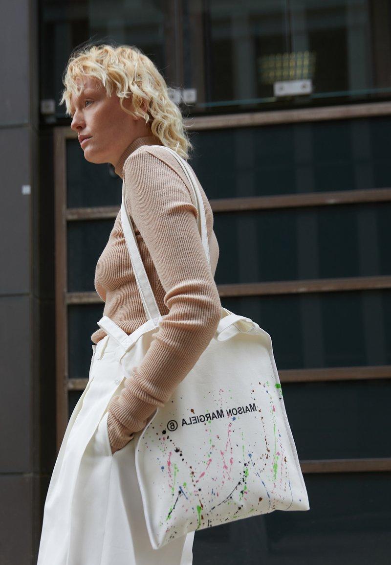 MM6 Maison Margiela - BERLIN BAG SMALL - Tote bag - white