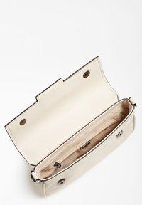 Guess - Handbag - weiß - 3