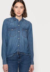 Gap Tall - Button-down blouse - medium indigo - 3