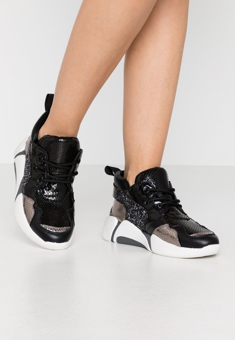 Colors of California - High-top trainers - black