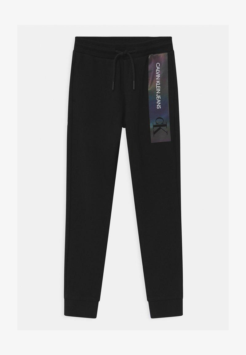 Calvin Klein Jeans - REFLECTIVE LOGO SLIM FIT UNISEX - Trainingsbroek - black