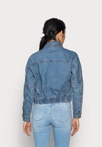 ONLY Petite - ONLRAVE LIFE JACKET - Kurtka jeansowa - medium blue denim - 2