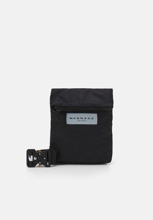 HEAVY CLIP BODY POUCH BAG UNISEX - Sac banane - black