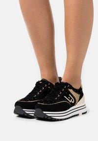 Liu Jo Jeans - MAXI - Sneakersy niskie - black - 0