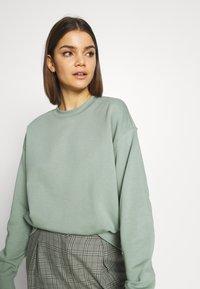 Weekday - HUGE CROPPED - Sweatshirt - sage green - 3