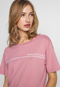 American Eagle - BRANDED SANTA MONICA TEE - Print T-shirt - lively lilac - 4