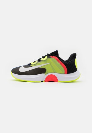 COURT AIR ZOOM GP TURBO - Multicourt tennis shoes - black/white/volt/laser crimson