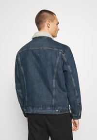 Levi's® - VTG FIT TRUCKER UNISEX - Denim jacket - dark blue denim - 2