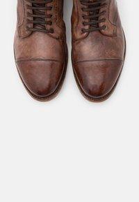 Cordwainer - Šněrovací kotníkové boty - todi washed cognac - 5