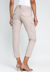 Gang - AMELIE - Cargo trousers - pink - 1
