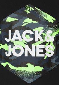 Jack & Jones - JJPRIME TEE CREW NECK  - Print T-shirt - black - 2