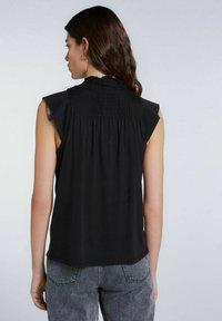 SET - MIT SMOKDETAIL - Print T-shirt - black - 2