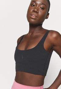 Nike Performance - YOGA LUXE CROP TANK - Camiseta de deporte - black/dark smoke grey - 6