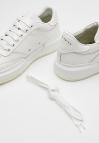 Paul Smith - HACKNEY - Baskets basses - white - 5