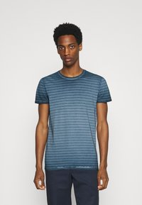 Marc O'Polo - SHORT SLEEVE ROUND NECK AMERICAN SHOULDER - Print T-shirt - total eclipse - 0