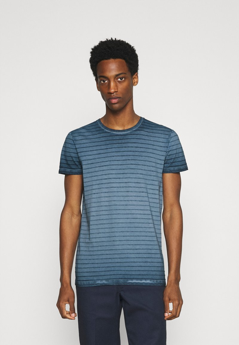 Marc O'Polo - SHORT SLEEVE ROUND NECK AMERICAN SHOULDER - Print T-shirt - total eclipse