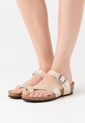 STHELLAE - Sandály s odděleným palcem - light gold