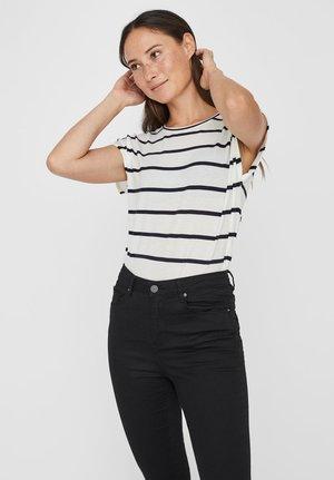VMAVA  - T-shirt z nadrukiem - snow white