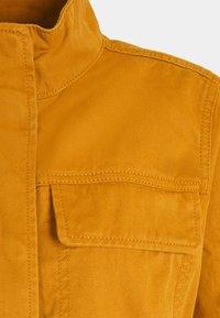 GAP - V-CORE UTILITY JACKET SOLID - Lehká bunda - tobacco leaf - 2