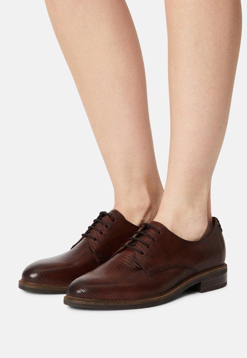 Tamaris - Šněrovací boty - cognac