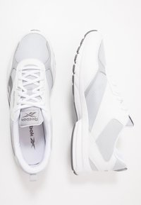 Reebok - PHEEHAN - Obuwie do biegania treningowe - white/grey/cold grey - 1