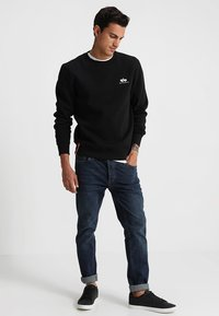 Alpha Industries - BASIC SMALL LOGO - Sweatshirt - black - 1
