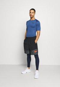 Nike Performance - SHORT 3.0  - Korte sportsbukser - black/team orange - 1