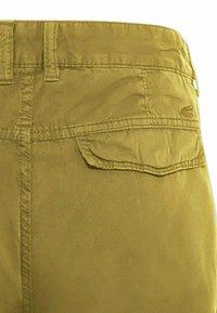 camel active - REGULAR FIT - Shorts - gold - 7