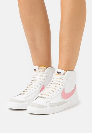 BLAZER MID '77 - Sneakersy wysokie - summit white/sunset pulse/black