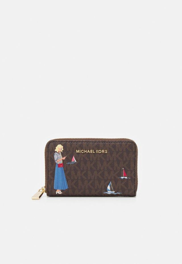 JET SET CARD CASE - Wallet - brown/multi