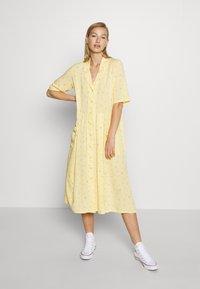 Monki - MATTIS DRESS - Skjortekjole - yellow - 0