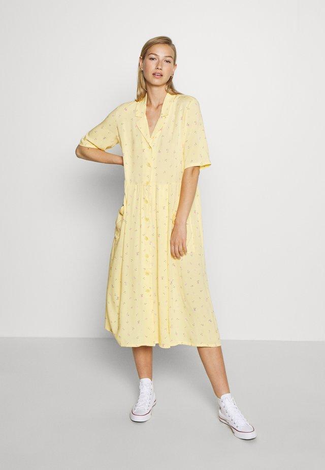 MATTIS DRESS - Vestido camisero - yellow