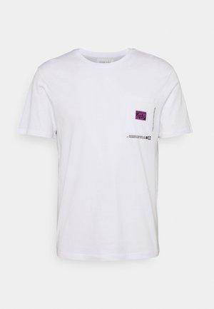 CHEST POCKET TEE - Print T-shirt - white