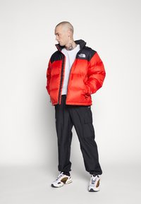 The North Face - 1996 RETRO NUPTSE JACKET UNISEX - Down jacket - fiery red - 1
