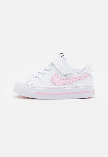 COURT LEGACY  - Zapatillas - white/pink foam