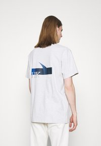 Han Kjøbenhavn - BOXY TEE - Print T-shirt - grey melange - 2