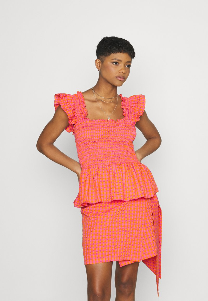 Never Fully Dressed - GINGHAM  - Pusero - orange