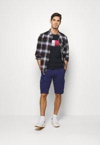 Tommy Hilfiger - TH COOL  - T-shirt z nadrukiem - blue - 1