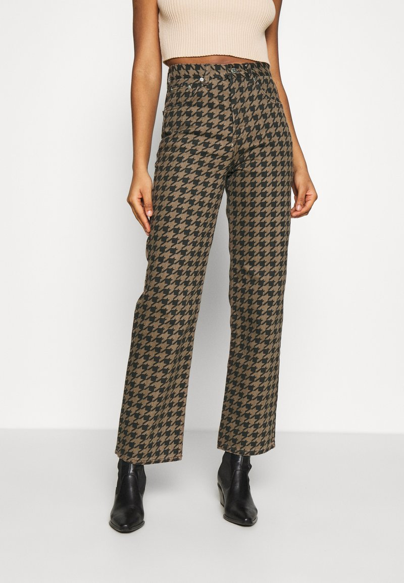 Topshop - DOG RUNWAY - Džíny Relaxed Fit - brown