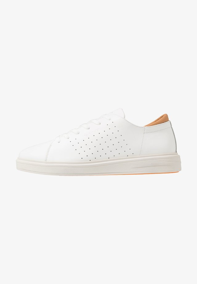 FAIRVILLE - Trainers - white