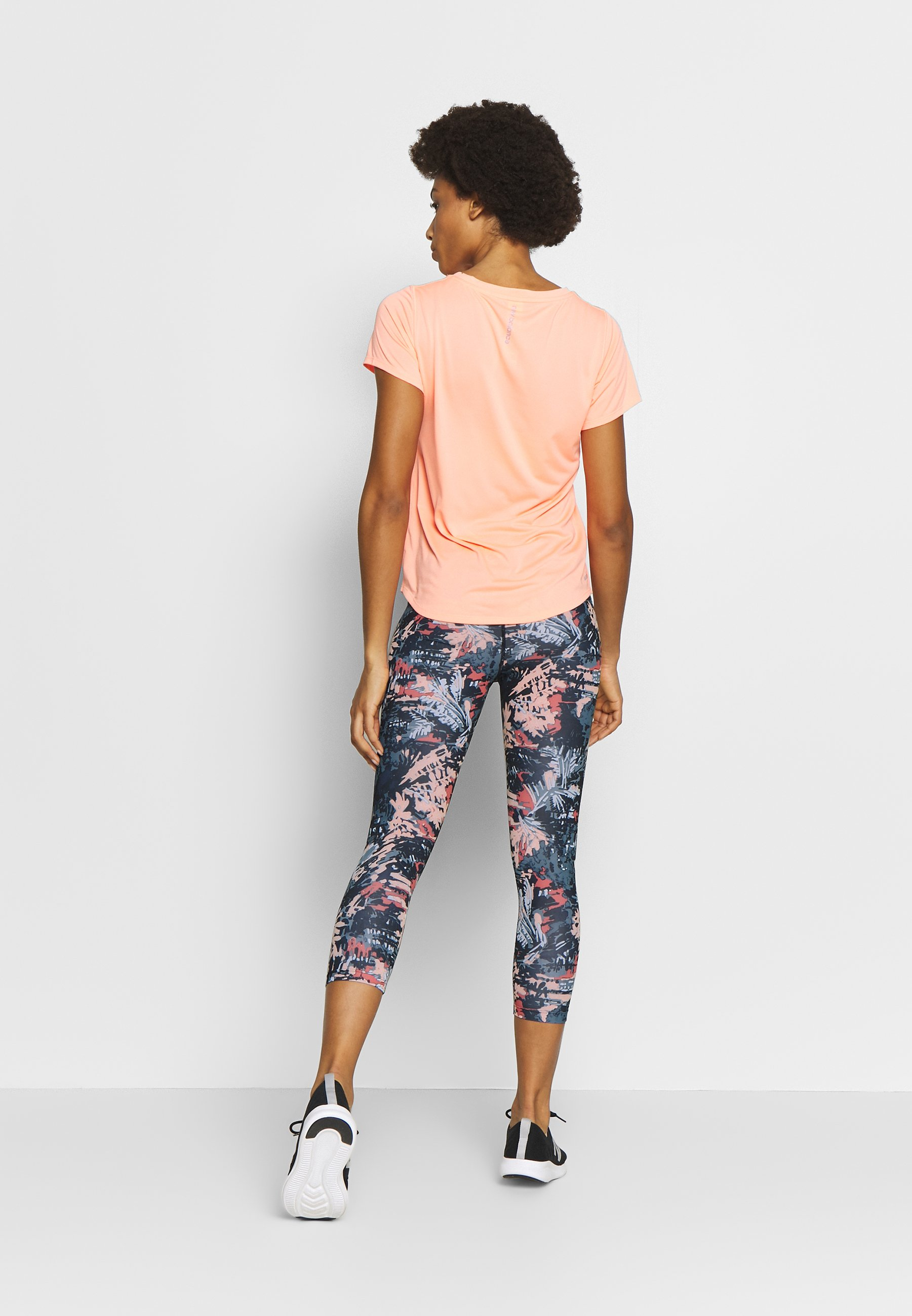 Femme PRINTED ACCELERATE CAPRI - Pantalon 3/4 de sport